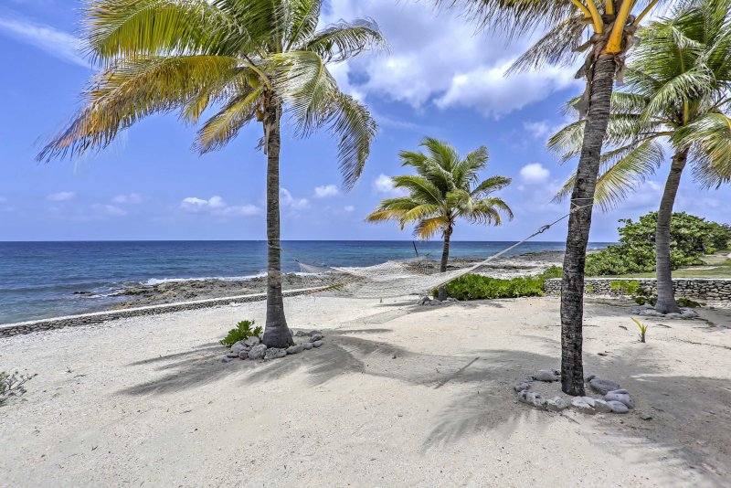 Escape to the Caribbean in 'Sea Dreams Villa,' a 2-bed vacation rental villa.
