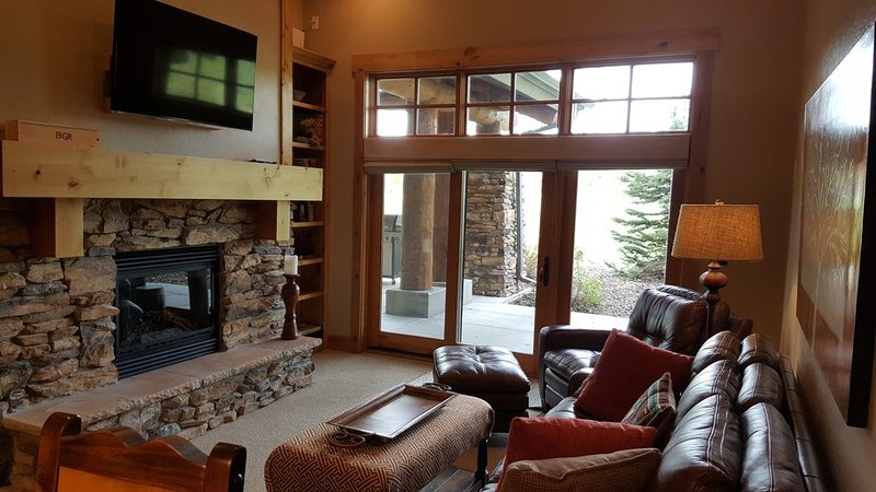 Fireplace, DirecTV, access to Patio, over 12 foot ceilings, heated floors, very comfortable.