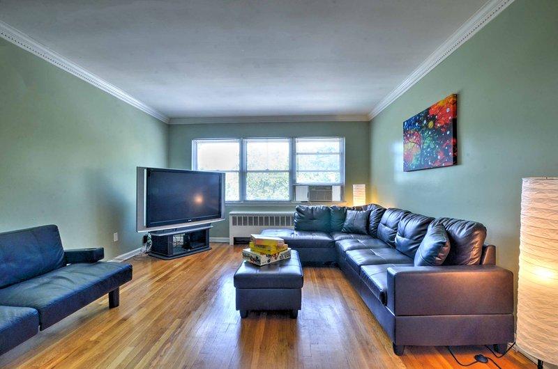Het moderne huis is voorzien van strakke, comfortabele inrichting om terug te keren na uw dagelijkse avonturen.
