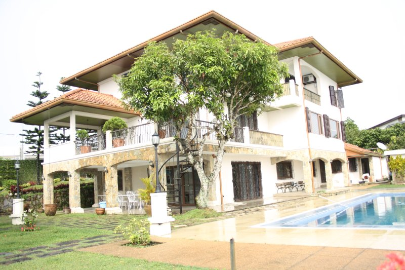 Big house in tagaytay with a view and pool has private - Summer house with swimming pool review ...
