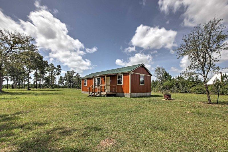 Plantersville Cabin - Near Renaissance Festival!, casa vacanza a Magnolia
