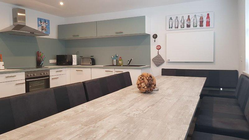 Cocina con un largo (3,80) mesa de comedor (1ª planta)