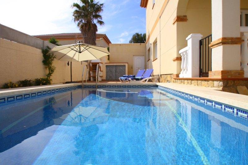 LISA con piscina privada y jardín, vacation rental in Masriudoms