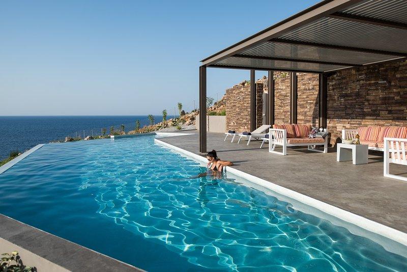 Poseidon Seafront Villa, location de vacances à Almyrida