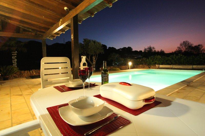 En privat hus bara för två med exklusiv eget bruk 10x5m pool på landsbygden