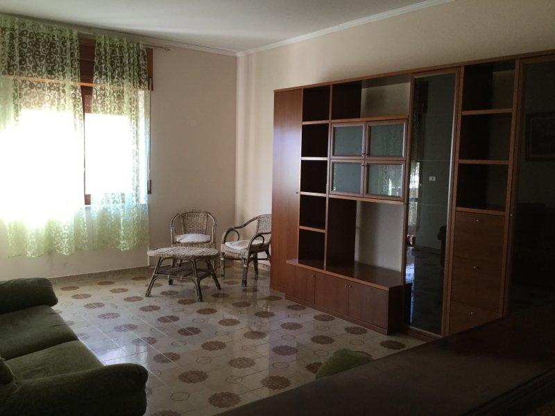 Appartamento arredato e ristrutturato disponibile da maggio a settembre, vakantiewoning in Sangineto