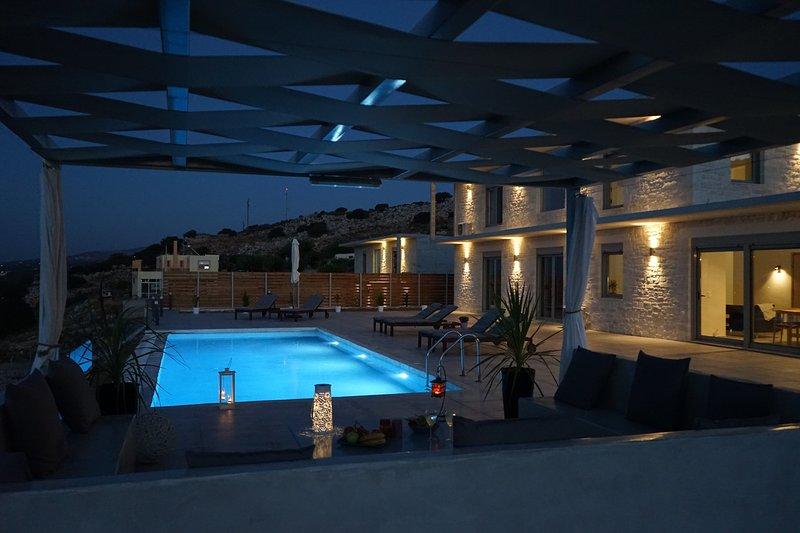 EvaVillas West, Private Pool & Panoramic Sea View, holiday rental in Kato Valsamonero
