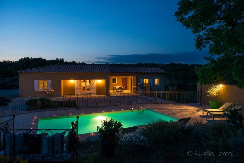 villa 4 chambres piscine au calme sur jardin de 3300m², holiday rental in La Verdiere