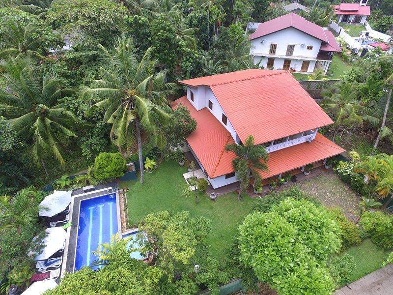 HikkaVilla - Self Catering Holiday Villa with pool, holiday rental in Hikkaduwa