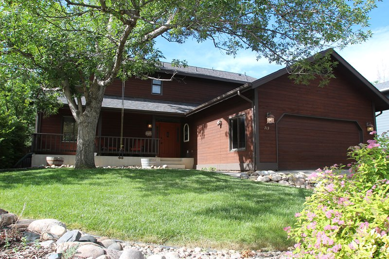 Fun Home to Gather in, with easy access to Old Town, CSU, the Foothills and more, holiday rental in Windsor
