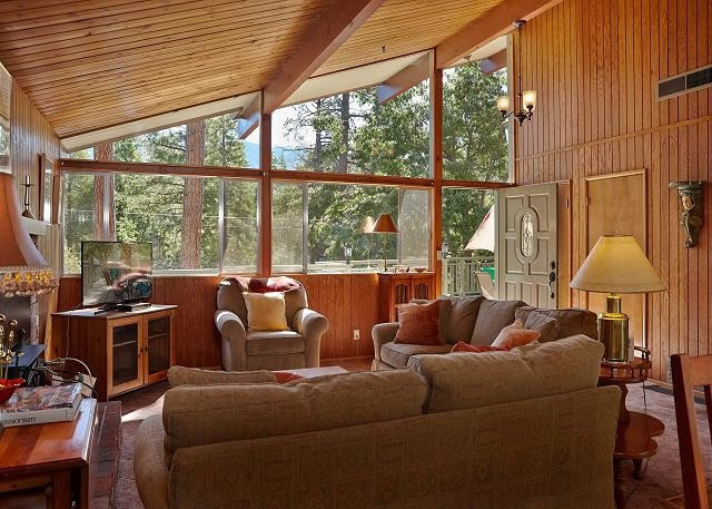 Living Room with vaulted ceilings brings the outside scenery ins