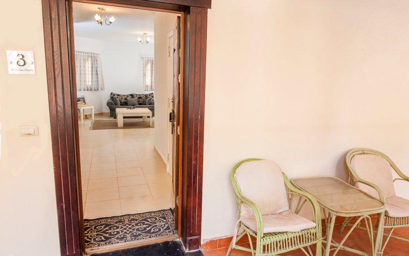 Très grand 85m2, rez de chaussée 1 chambre à coucher apt. plomb de la porte patio donnant sur le patio privé. endroit populaire