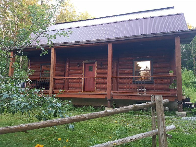 Magnifique chalet en bois rond, holiday rental in North Hatley