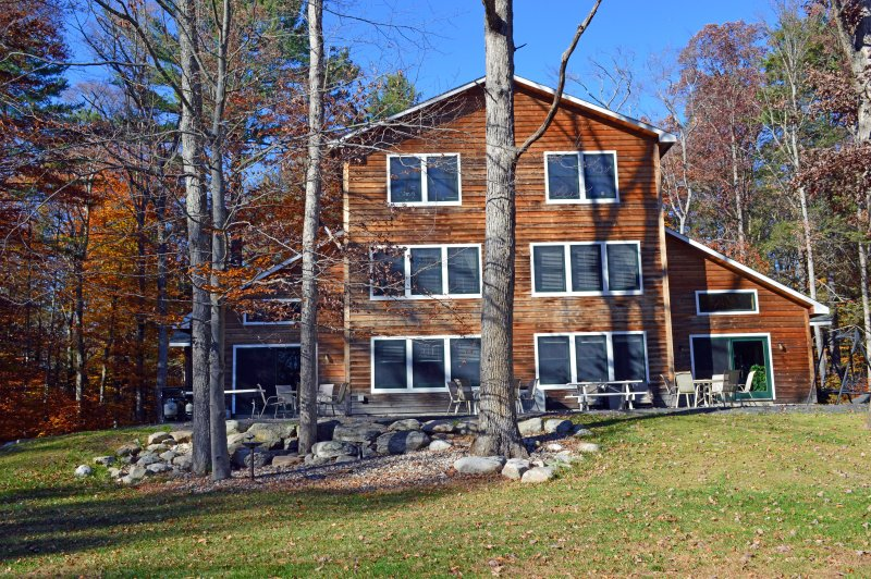 6 Bedroom, 8 Bathroom Private Retreat! 12 Minutes to Town of New Paltz, New York, holiday rental in Wurtsboro