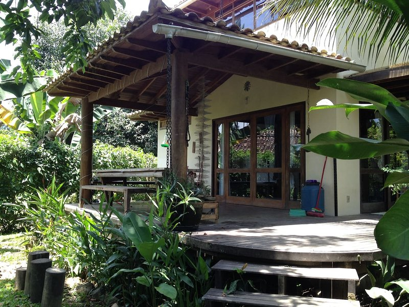 LOVELY HOME FOR UP TO 7, GARDEN, WIFI, NR. HISTORIC PARATY, Ferienwohnung in Paraty
