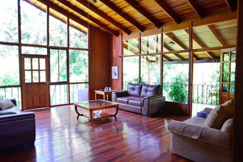 salon spacieux / amplia sala de estar