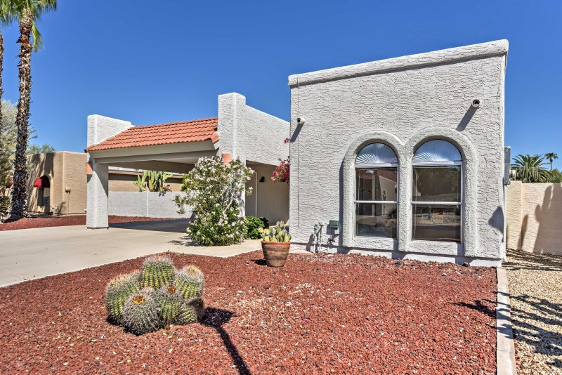 Look forward to a memorable stay at this gorgeous 2-bedroom, 2-bathroom vacation rental house located in the Cottonwood subdivision of Sun Lakes.