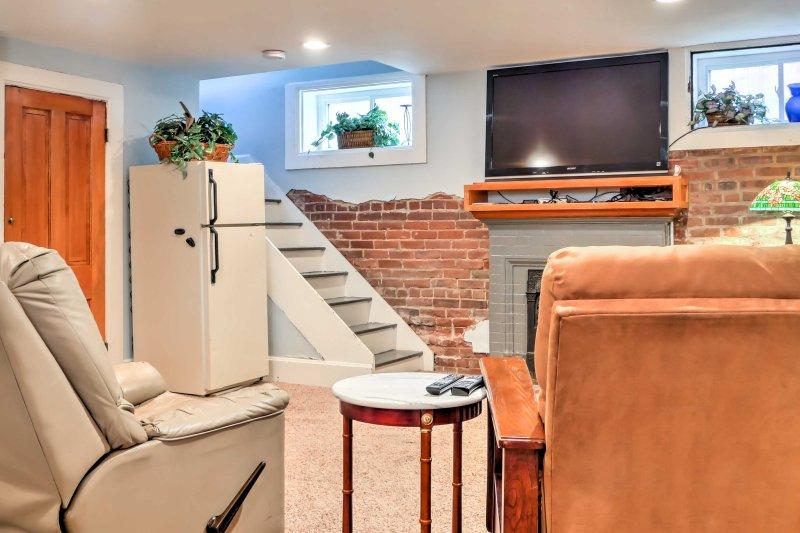 O apartamento acomoda confortavelmente 3 pessoas em todo 1.000 pés quadrados de espaço vital.