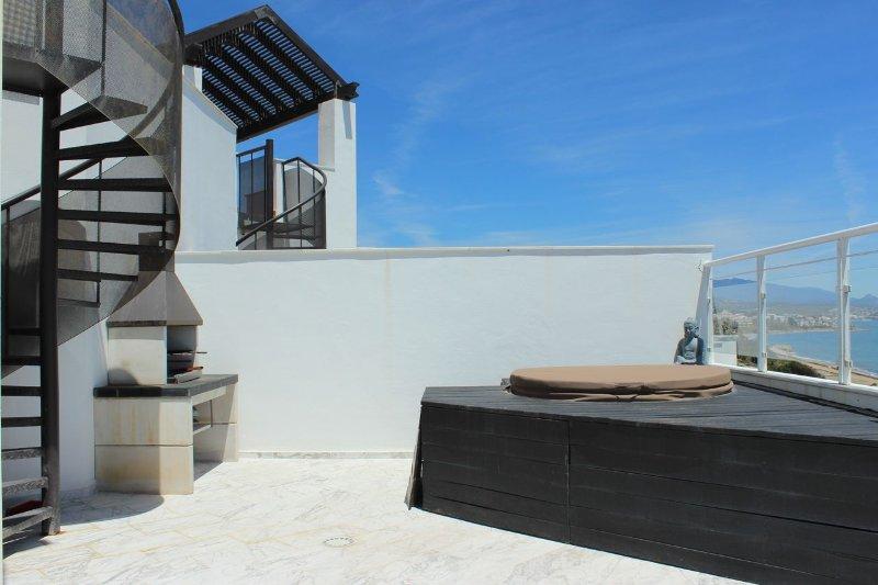 1939 2 Bedroom Beach Front Penthouse Casares Del Mar