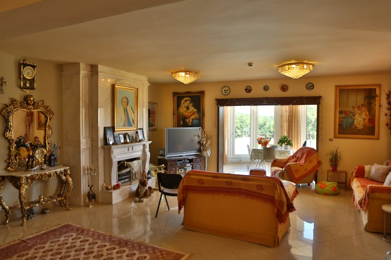 spacious, bright and air-conditioned. Includes a, flat-screen TV. Free Wi-Fi.