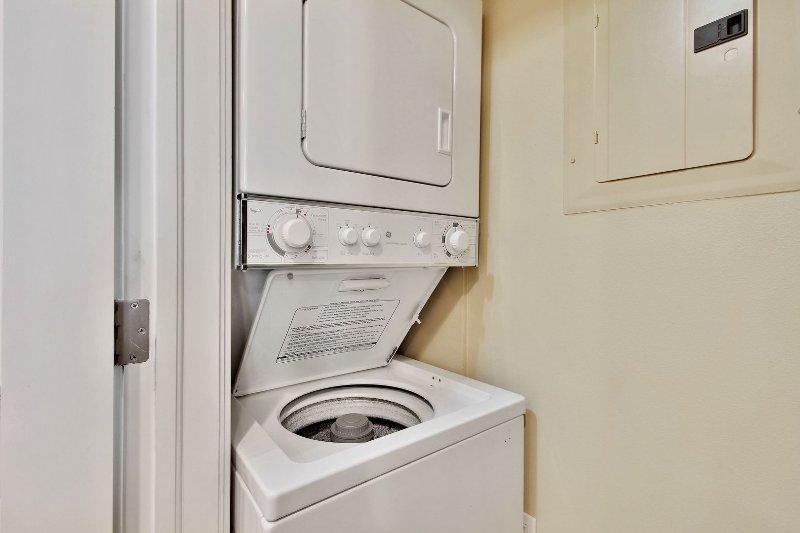 Lavadora y secadora en la unidad