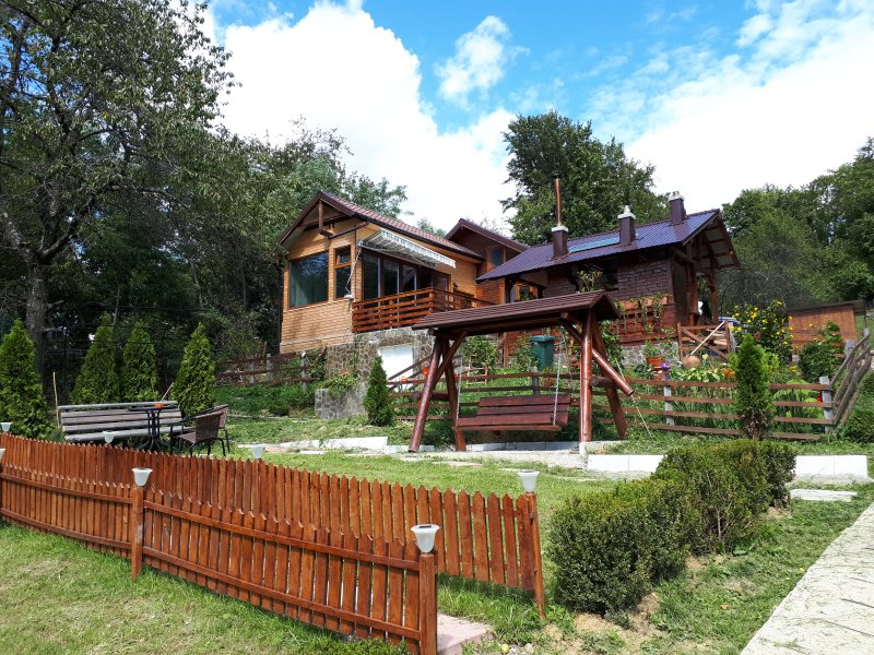 Family SPA, PRIVATE Chalet in the Woods, location de vacances à Sud de la Roumanie