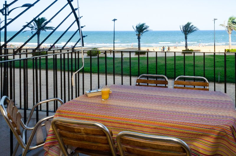 Terrace with table and chairs for 4 people.