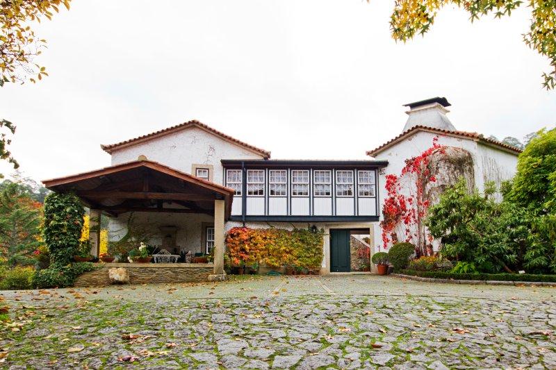 Quinta de Mourães - Casa dos Rododendros, casa vacanza a Canedo, Vale e Vila Maior