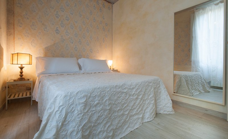 ' I MEDICI ' Apartment Deluxe, vacation rental in Florence