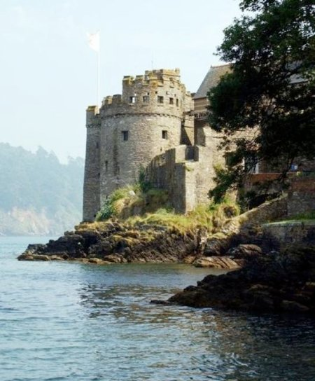 Dartmouths English Heritage castle, one of the pair either side of the River Dart just 8 miles away