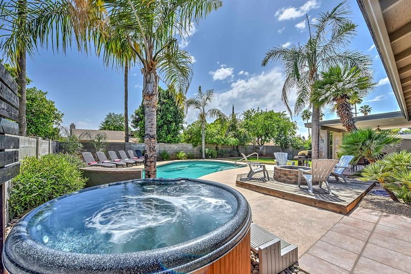 Amazing Tropical Yard with Pool Hot Tub, Fire Pit and Boccie Ball Court