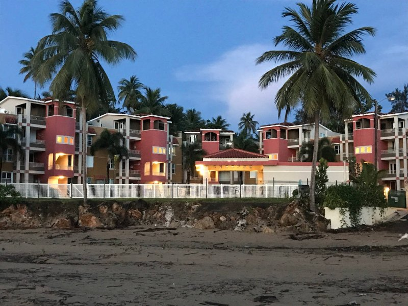 Table Rock Beachfront Penthouse, aluguéis de temporada em Aguada