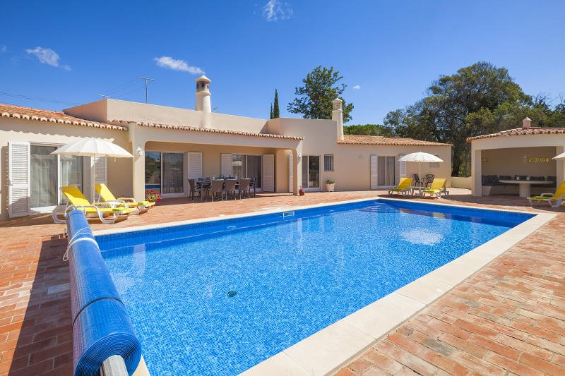 Casa Comprida, well equipped and a great family villa with heatable pool, vakantiewoning in Carvoeiro