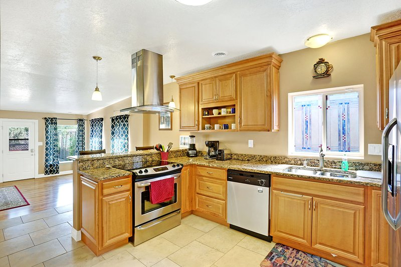 Spacious gourmet kitchen for your family cooking