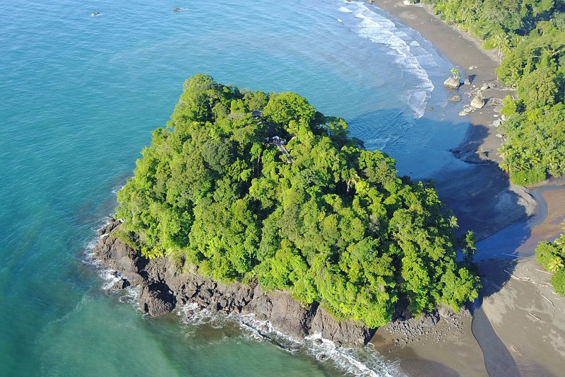 Private Island Villa - Entire house, max capacity 13 people, holiday rental in Nuqui