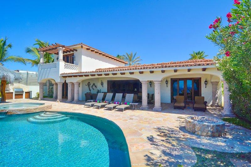 Amazing 4BD Villa in Beachfront Community!!, vacation rental in Boca de la Vinorama