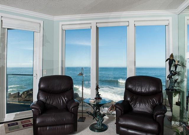 A Bit Of Heaven - Second Floor Oceanfront Condo, Hot Tub, Pool, Wifi & More!, alquiler vacacional en Depoe Bay