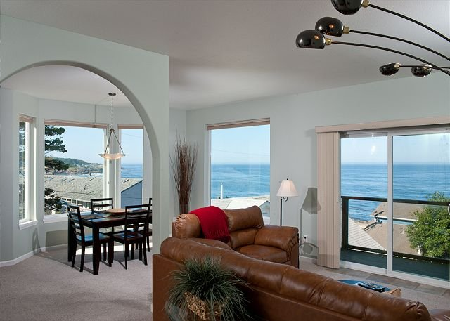 Snuggle Inn - Spectacular Ocean View Condo - HDTVs, WiFi & More!, holiday rental in Otter Rock