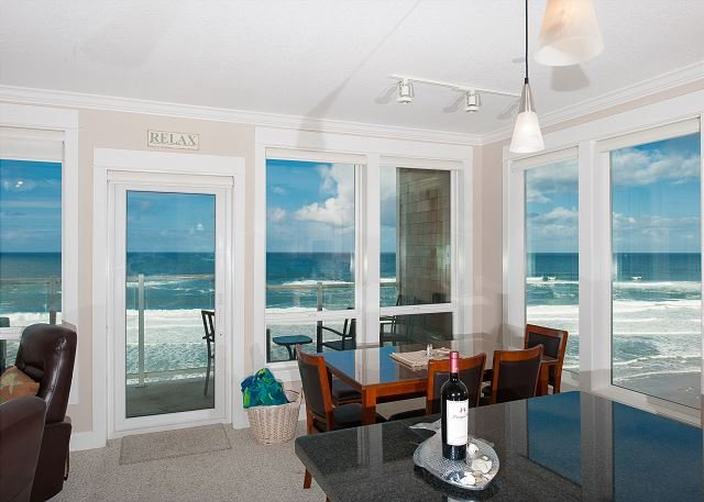 Oceanfront Condo with hot tub