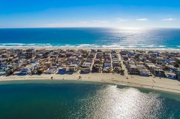 Vistas aéreas da casa Sandcastle Waterfront na Baía de Vela. O Oceano Pacífico está a 2 minutos a pé!