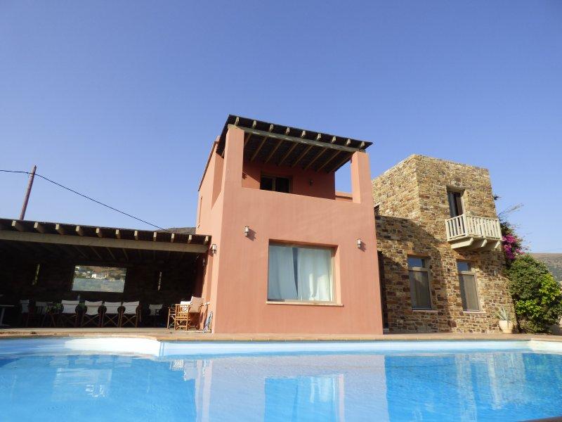 ELEGANTE  VILLA CON PISCINA NELLE CICLADI, alquiler de vacaciones en Andros