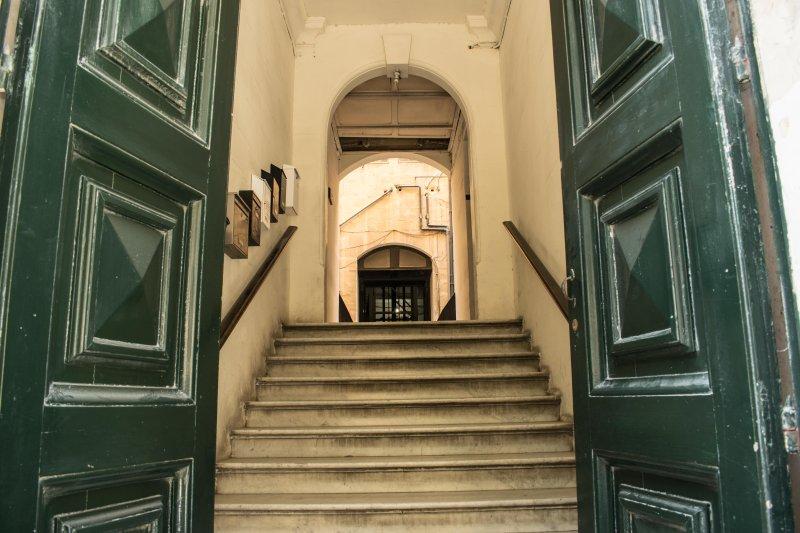 La calle principal de la puerta