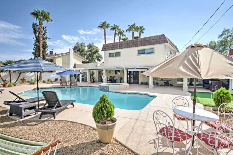 Stunning Home w/ Private Oasis - 1 ½ Mile to Strip, holiday rental in Las Vegas