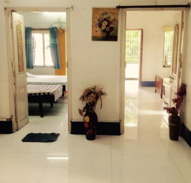 Furnished apt w. 2 bed rooms close to New Alipore petrol pump, holiday rental in Kolkata (Calcutta)