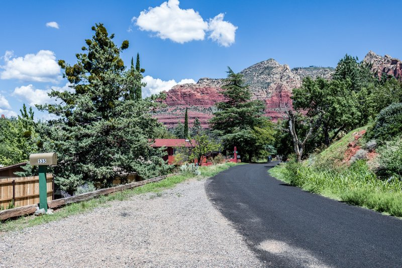 Sedona red rock scenery and walking distance access to trails and hiking