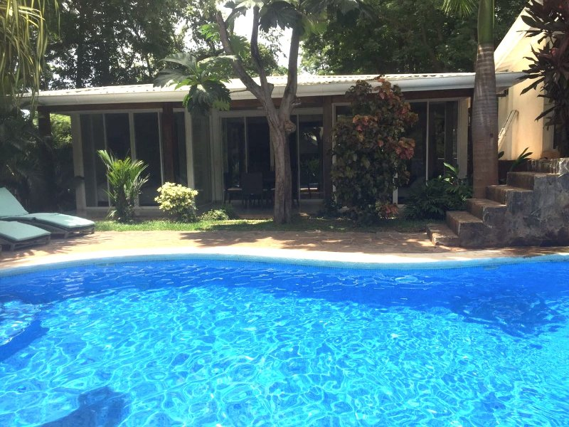 Villa Almendro - Chic! 150 meters to beach, cascading pool, free wifi!, holiday rental in Tamarindo
