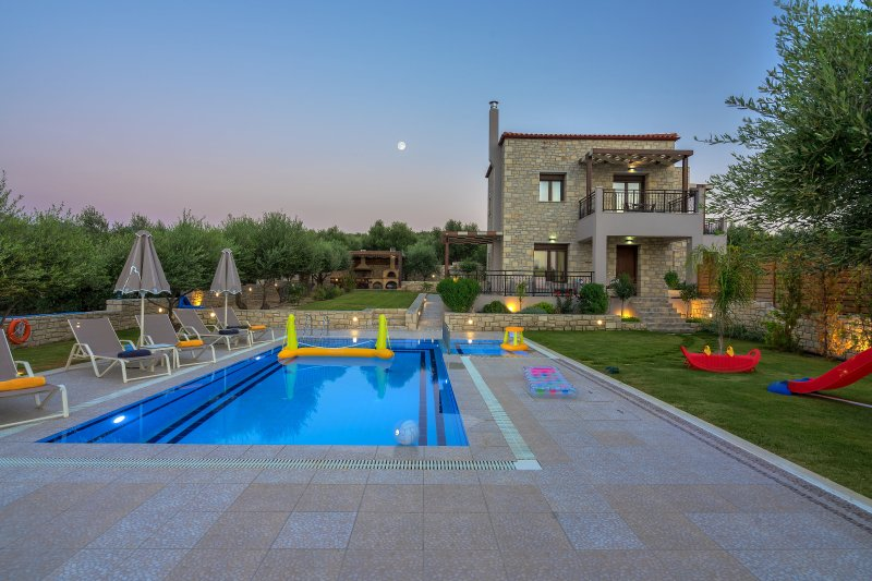 Olive Garden Villas  ( Anthelia )  with private pool, holiday rental in Skaleta