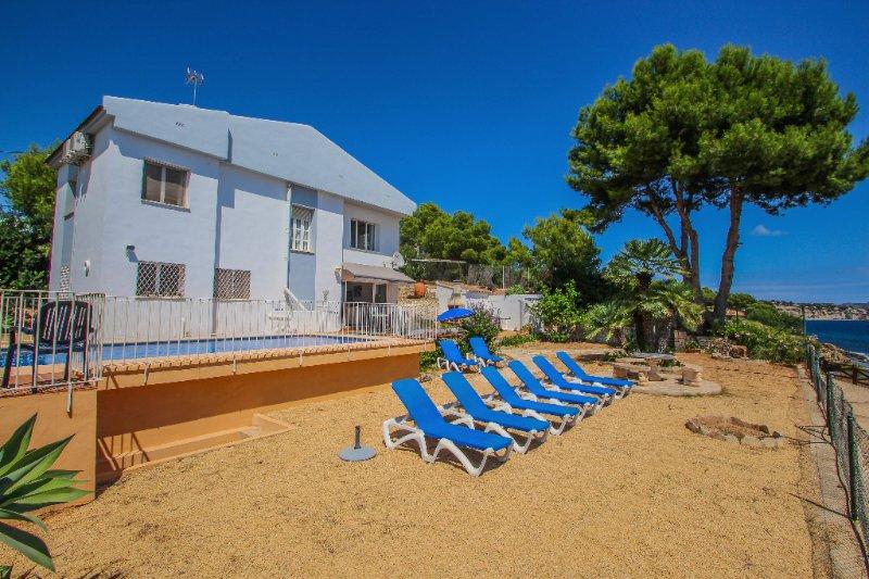 Celia - oceanfront villa in Costa Blanca, location de vacances à Benissa