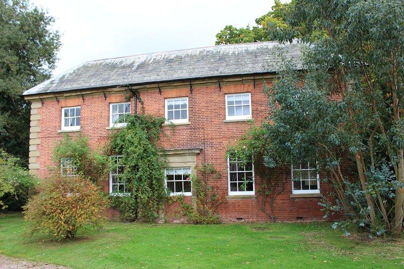 Coachman's Cottage at Grade I Davenport House, Shropshire, sleeps 4, location de vacances à Pattingham