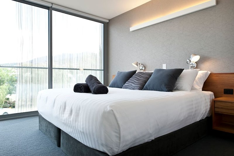 ALCORSO SUITE - The Quarry House Luxury Retreat, holiday rental in Acton Park